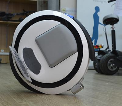 """Les roues """"solowheel"""" , la pratique s'acquiert en roulant."""