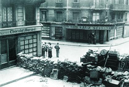 Barricade rue Rochechouart angle rue de la Tour d'Auvergne (coll. privée)