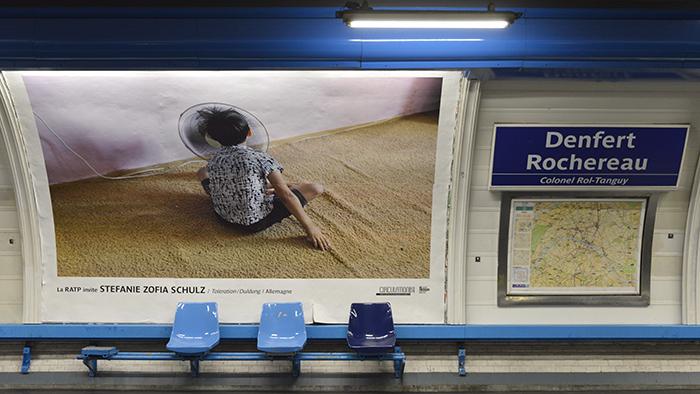A la station Denfert Rochereau, des photos étaient exposées fin mars.
