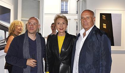 Le galeriste Thierry Bigaignon, la marraine de l'événement Agathe Gaillard et l'artiste Ralph Gibson
