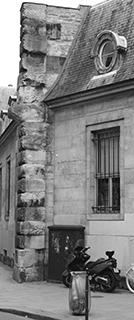 Vestige de la Petite Force. Mur Mitoyen de L'hôtel Lamoignon. Angle rue Pavée- rue Malher.