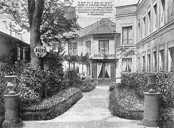 Derrière ce bâtiments de Bains se trouvait La Grande Force. Des cartes postales évoquaient ainsi la célèbre évasion de 15 prisonniers de la Fosse aux Lions.