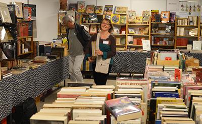 La Librairie Bois d'Encre animée par Sylvaine et Yvan Noirot est fidèle à ces manifestions. Ils étaient à Champerret (sur la photo). Ils seront à Bastille (stand 124) découvert l'an dernier.