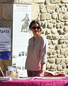 Née sous le ciel bleu des Pyrénées Orientales, Laurence Lebas participe aux salons littéraires régionaux. Ici dans le cadre du salon de l'édition à Prades pour le festival Pau Casals.
