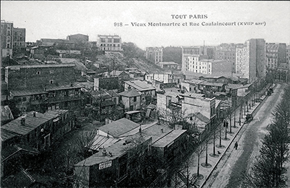 Le maquis s'étendait entre la rue Lepic et la rue Caulaincourt. En1909, percement de l'avenue Junot. Des baraques subsisteront jusqu'en 1940.