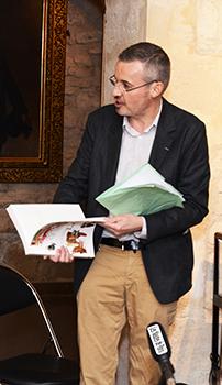 Emmanuel Pierrat le conservateur du Musée en animateur de cette conférence