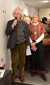 François Legrand, vice-président de la Fondation Taylor ému présentant la fille de l'artiste.