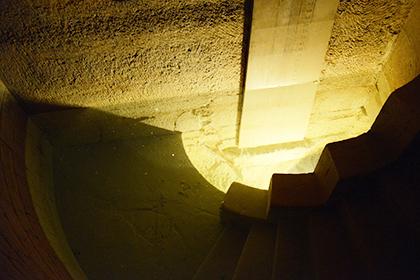 Fontaine des Capucins permettant de surveiller le niveau des eaux grâce à son échelle graduée, édifiée en 1819 par Trémery.