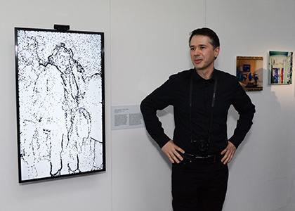 Laurent Mignonneau nous présente cette installation interactive d'intelligence artificielle développée avec Christa Sommerer Portrait on the fly 2016.