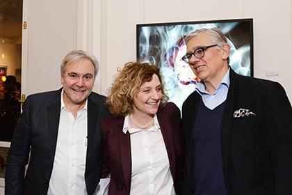 Les commissaires de l'exposition Roberto Battistini et Françoise Adamsbaum en compagnie de Miguel Chevalier.