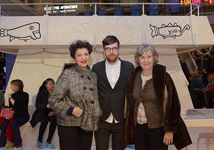 Deux des membres de l'expédition Rachida Lièvre et Servane Zanotti en compagnie du jeune réalisateur Marcus Lindeen